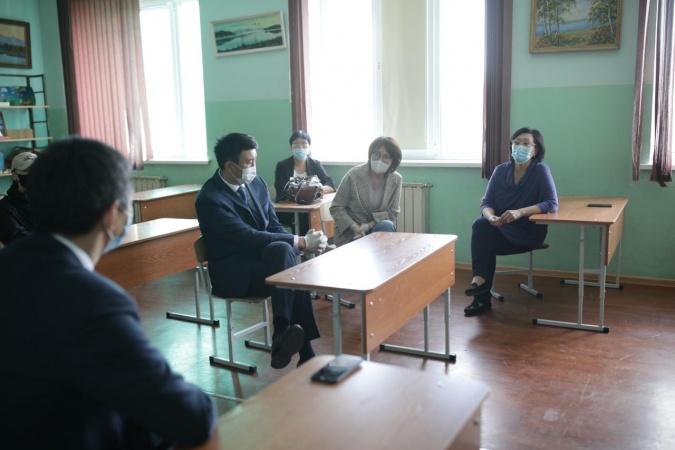 Сардана Авксентьева проверила подготовку учреждений образования к ЕГЭ