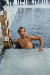 Фоторепортаж: экстремальный «Заплыв моржей»