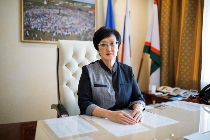 Сардана Авксентьева поздравляет с Днем знаний
