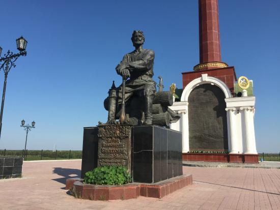 Памятник основателю города Якутска Петру Бекетову