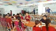 Подпись к фото Время обеда в столовой лагеря Радуга