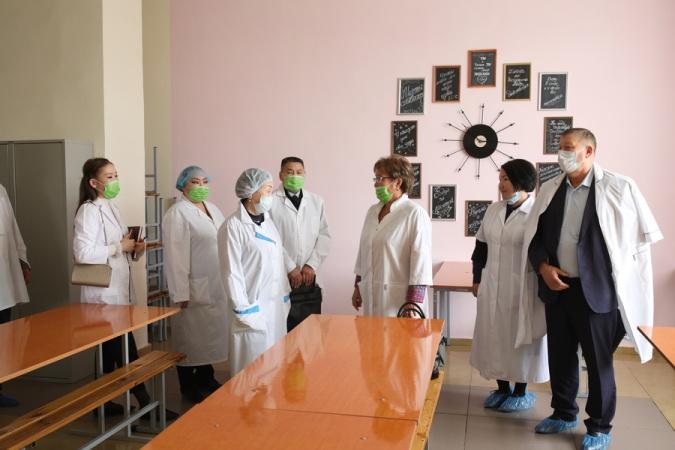Заместитель главы города Якутска по социальным вопросам посетила центры социальной адаптации и реабилитации