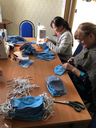 В Центре культуры имени Гагарина сшили многоразовые маски для пенсионеров