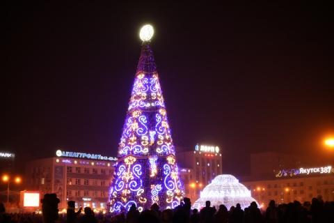 На главных елках Якутска зажглись новогодние огни