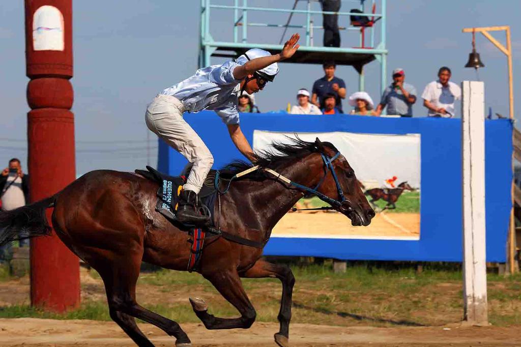 Ысыах Туймаады-2018 приглашает гостей на конные состязания