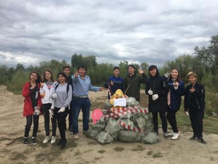 Молодежь убрала мусор в местности Хатыстах