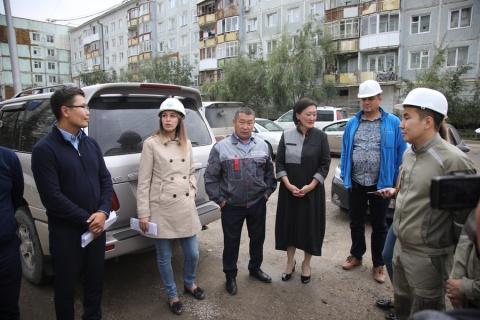 Сардана Авксентьева провела выездное совещание по капитальному ремонту многоквартирных домов