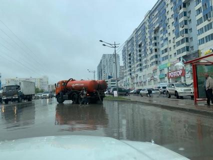 В Якутске коммунальные службы устраняют последствия дождя