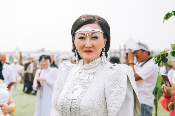 Сардана Авксентьева поздравляет с национальным праздником Ысыах
