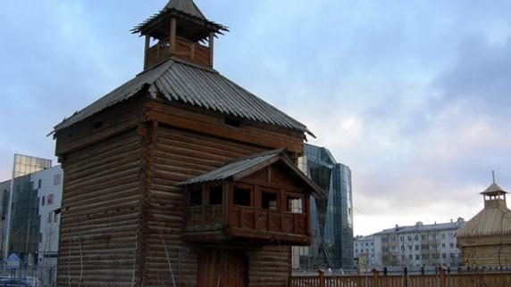 Восточная надвратная башня (Острог)