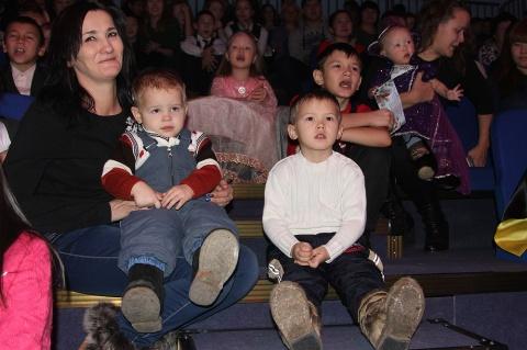 Депутат Якутской городской Думы Павел Петров подарил детям микрорайона Марха новогодний праздник