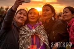 Второй день празднования «Ысыаха Туймаады-2016» начался с церемонии встречи солнца