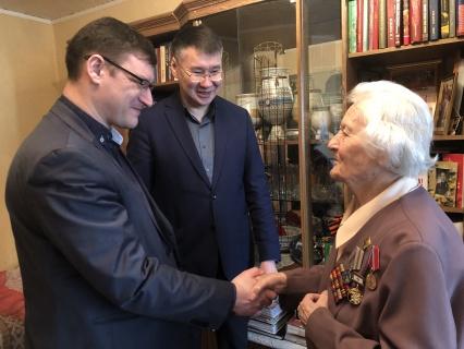 Роман Сорокин вручил юбилейные медали ветеранам Великой Отечественной войны в Губинском округе