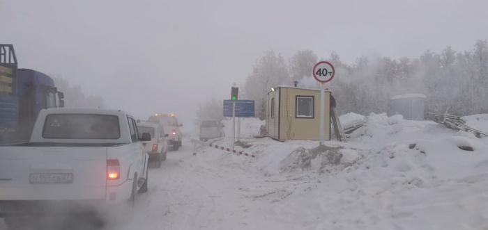 На ледовой переправе Хатассы-Павловск установили предельную грузоподъемность