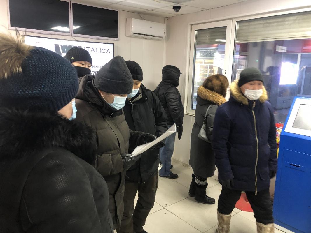 Евгений Григорьев проверил работу автобусов и теплых остановок в Якутске