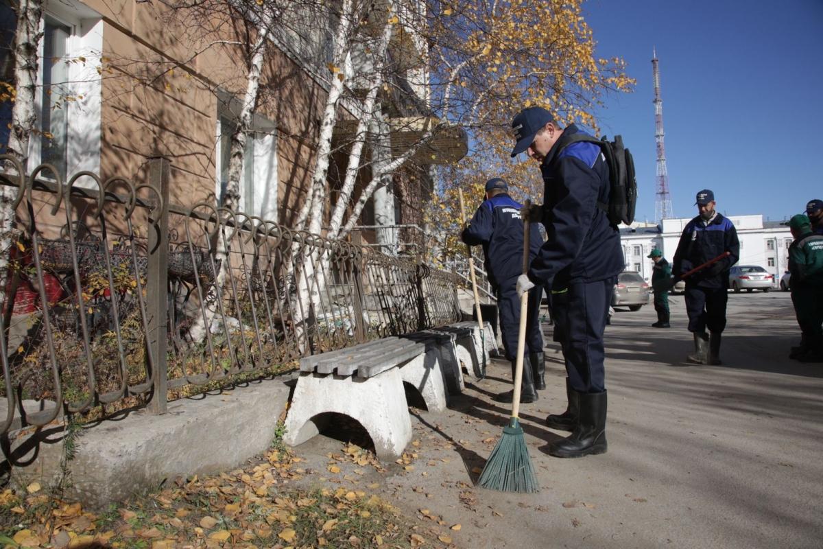 В Якутске приступили к работе 40 муниципальных дворников